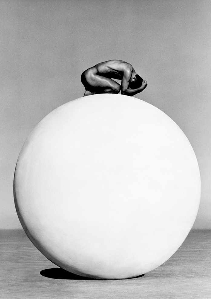 002-herb-ritts-theredlist-Herb Ritts, Kazu I, Los Angeles, 1995.jpg